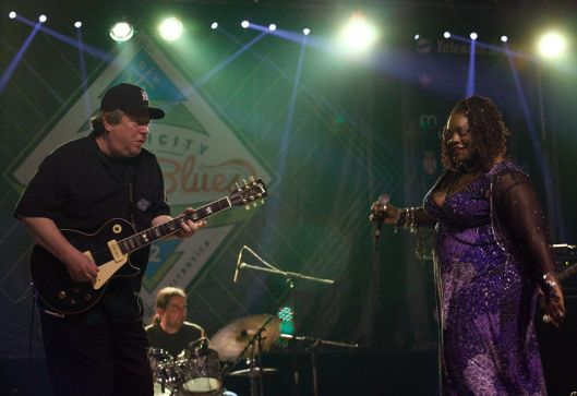 Paul Carey - gitarist and Thornetta Davis Thirdpage - singer.