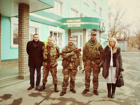 Мануел Оксенрајтер и Драгана Трифковић са француско-српском јединицом у Луганску