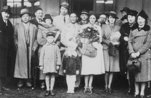 Ћијуне Сугихара са јеврејским избеглицама