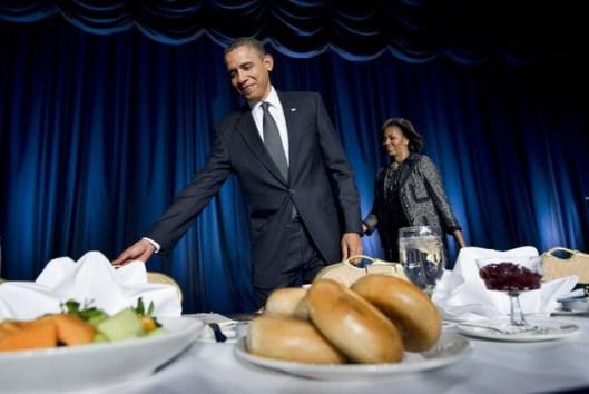 Мишел и  Барак Обама позивају Драгомира Дражу да се послужи