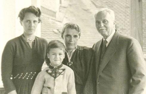 Диана са мужем, ћерком и унуком
