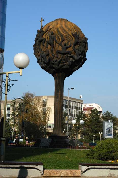 Споменик палим Шумадинцима у Крагујевцу из 2000-их