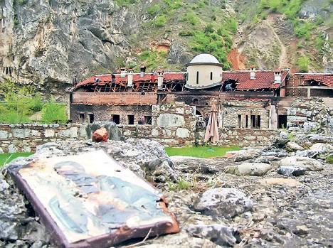 Обнова манастира Светих архангела код Призрена, уништеног у погрому у марту 2004. године (Фото Ж. Ракочевић)