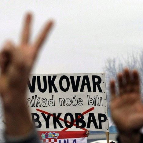 Са једног од ранијих протеста против ћирилице у Вуковару (Фото: Бета-АП)