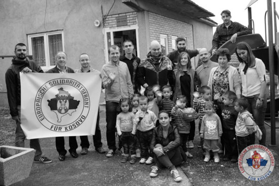 Млади Европљани из Европског фронта солидарности за Косово са Србима из косметских енклава (Фото:European Solidarity Front for Kosovo)
