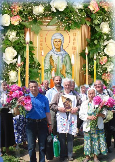 Христиане идут с поклоном к могиле святой Валентины Минской