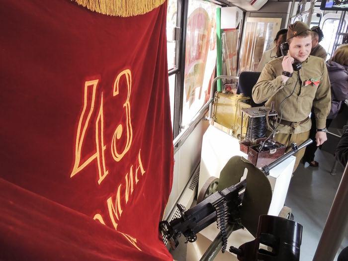 «Музей-бус»: все подлинное — от телефонного аппарата времен войны до знамени 43-й армии