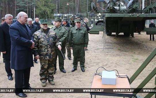Александр Лукашенко: Беларусь в военной сфере будет и впредь придерживаться только оборонительной стратегии