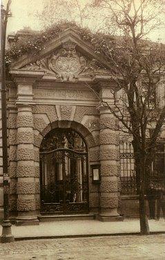 Вход в музей им. Эмерика Гуттен-Чапского в Кракове, начало XX века