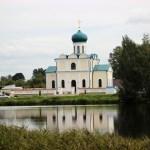 Озеро и храм