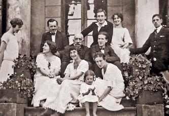 У последнего владельца Станькова Кароля Чапского и Леонтины Пусловской было двое сыновей и три дочки. После революции потомки Чапских разъехались по многим странам мира
