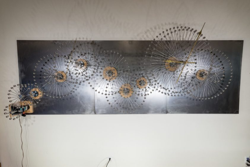 Long steel panel with steel bar and ball gears.