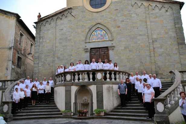 Choir group photo in Pescia