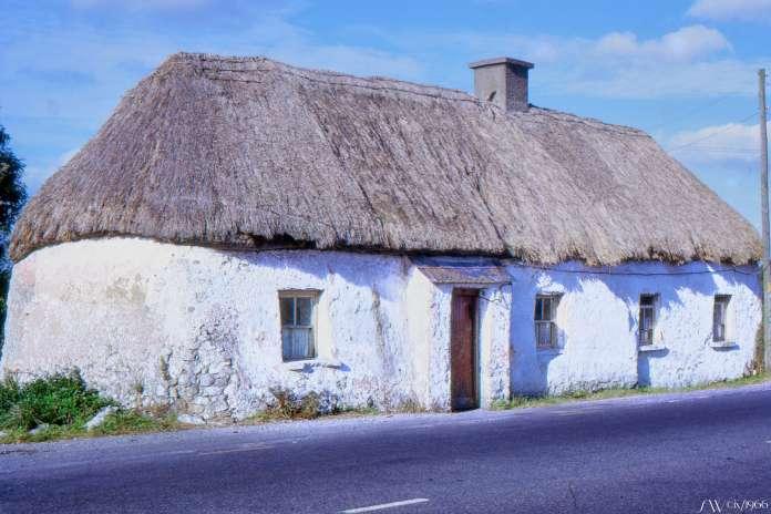 Slides010 (pre-2001) Eastern cottage Ireland.jpg