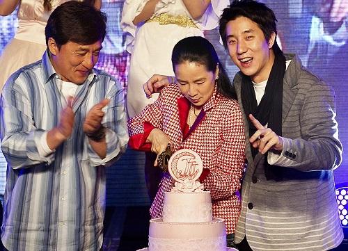 Джеки Чан с женой и сыном