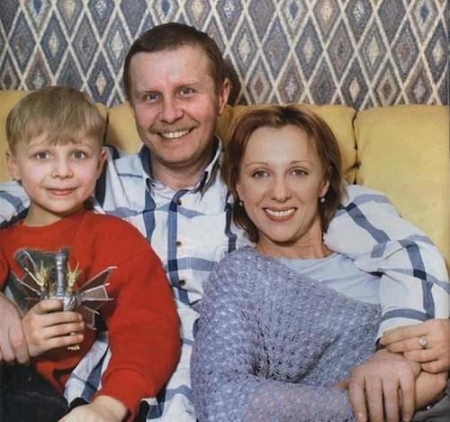 Елена Яковлева и Валерий Шальных с сыном