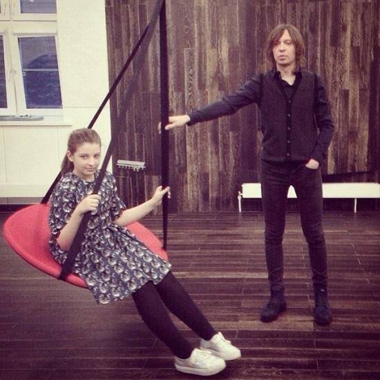 Найк Борзов с дочерью. Фото