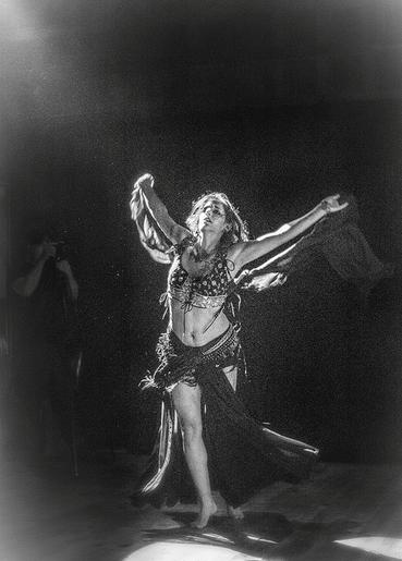 Temple Dancer Chaya Leia Aronson, Photo by Jocelyn Lecours