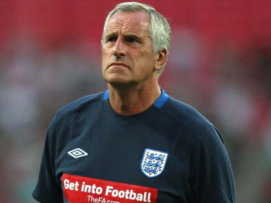Former England and Liverpool goalkeeper Ray Clemence dies ...