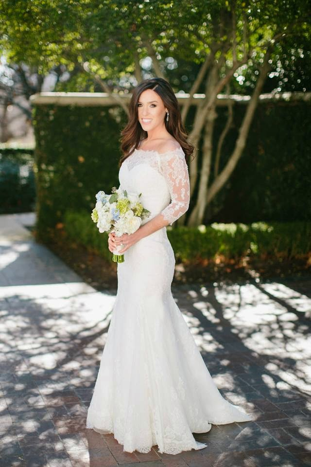 Real Wedding LuLus Bride Is A Vision In Lace StarDust