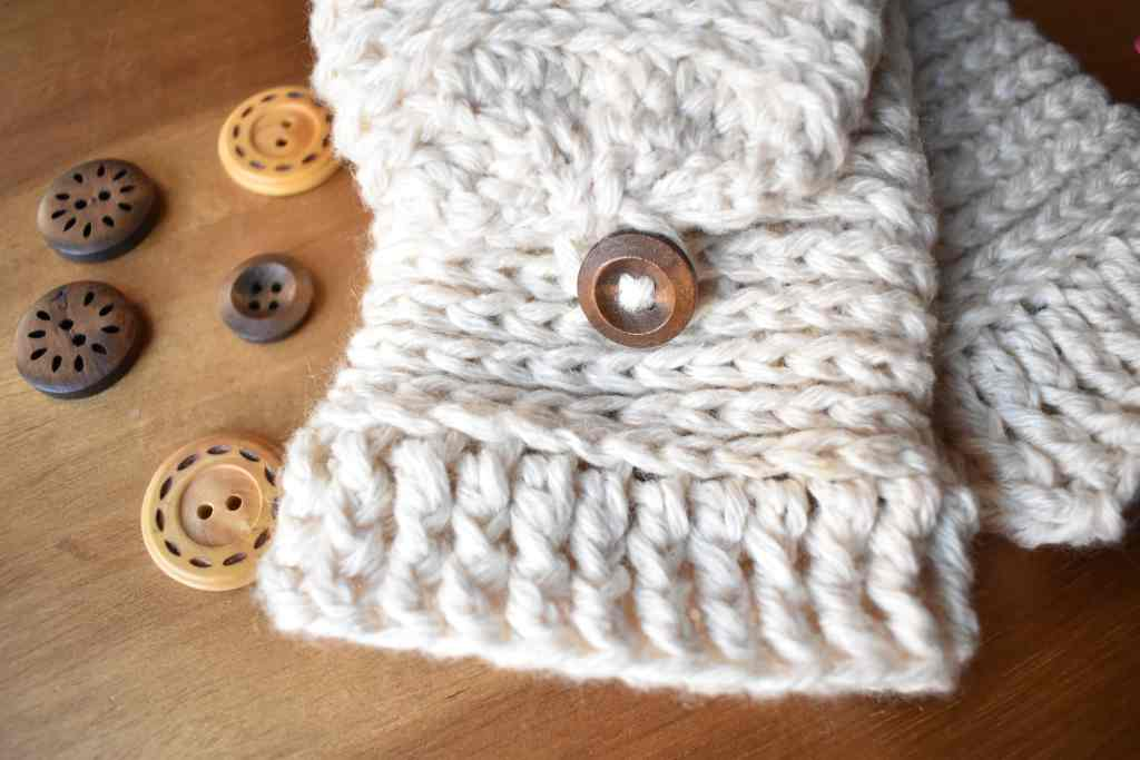 Tabby-Star-Crochet-Mittens-Close-Up-1