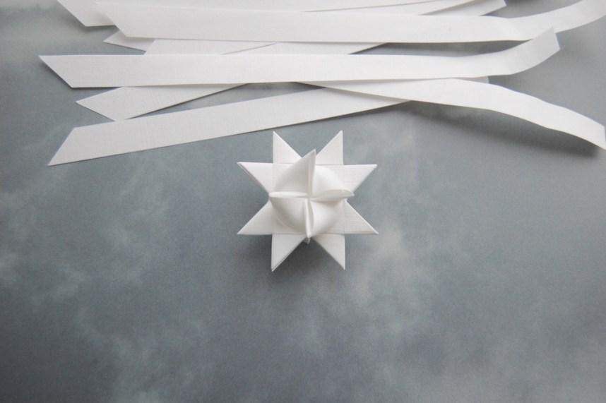 Trin 16 hvordan fletter man julestjerner så er din stjerne færdigflettet