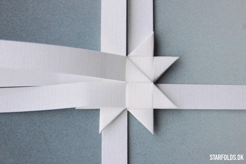 Trin 2b - flade julestjerner ud af flettestrimler model 2