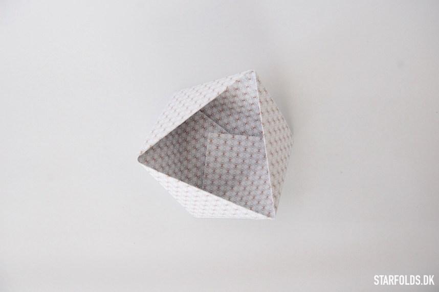 Trin 6 DIY geometriske æsker i papir