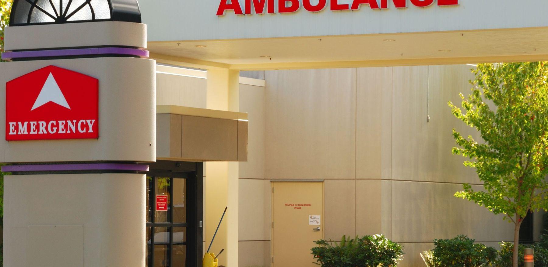 20478373 - emergency room entrance to a hospital