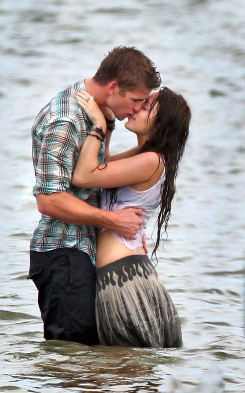 Miley cyrus dating liam