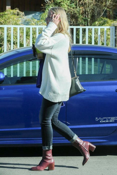 Finally Pregnant! Cameron Diaz Covers Midsection To Hide ... Cameron Diaz Pregnant 2019 Pics