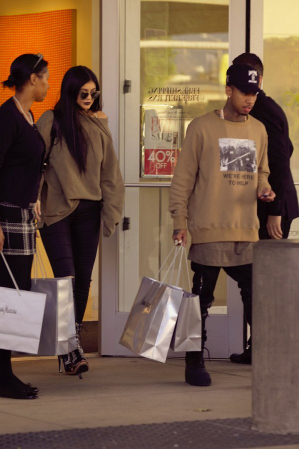 Tyga Cheating On Kylie Jenner With 35 Year Old Video Vixen: Kylie Jenner Buying Tyga A Mansion