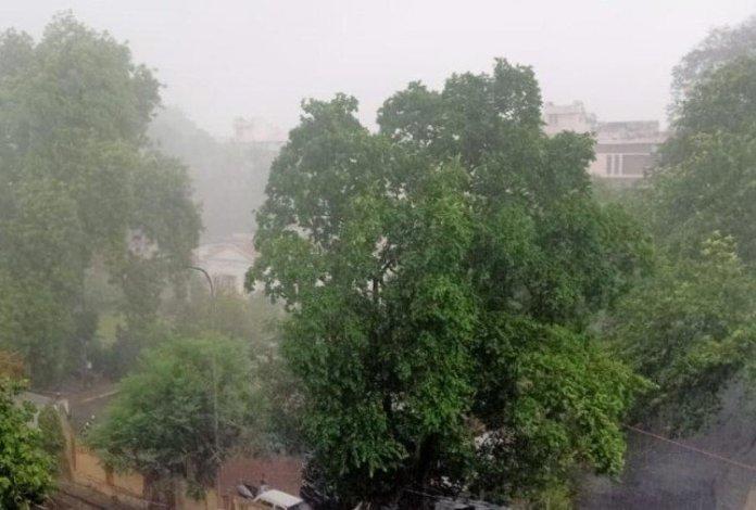 उत्तर भारत में बारिश की संभावना है, बंगाल की खाड़ी में तैयार हो रहा चक्रवाती तूफान