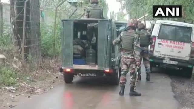 जम्मू-कश्मीर: बारामूला के येदीपोरा पट्टन इलाके में सुरक्षा बल और आतंकियों में मुठभेड़ जारी