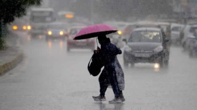 दिल्ली में तेज हवाओं के साथ झमाझम बारिश शुरू, कुछ जगहों पर हुआ जलभराव