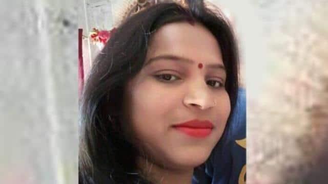 पुलिस खोजरही थी जिस महिला की लाश, वो निकली जिंदा, आखिर घर में वो खून किसका था ?