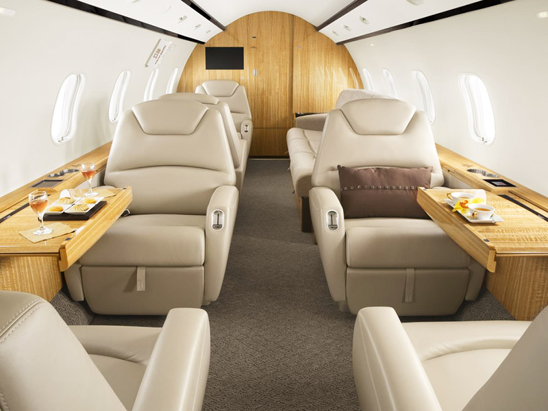 Bombardier Challenger 300 Private Jet Hire