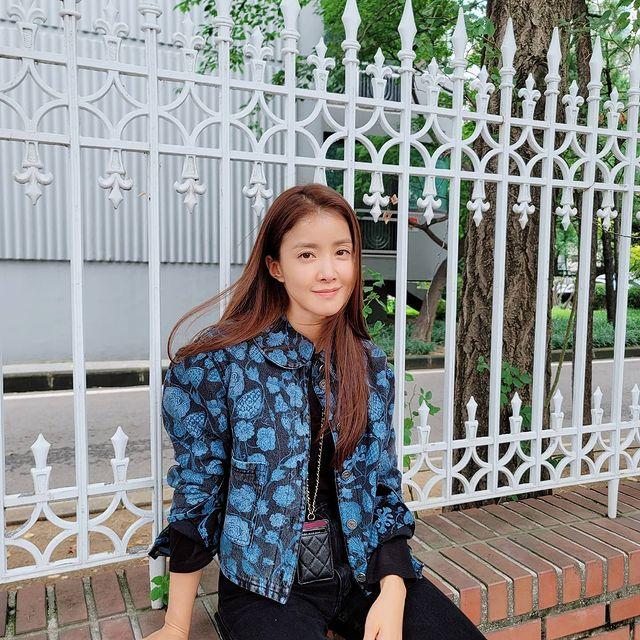 Lee-Si-yeon-bio
