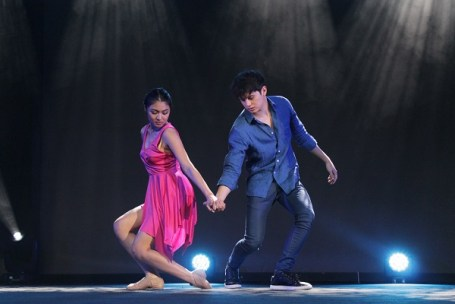 Nadine and James do an interpretative dance to Juan Miguel Severo's poems at the Milan legMR
