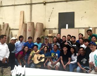 The team of JadINe Love World Tour with the woodcarvers at the industrial area of Doha