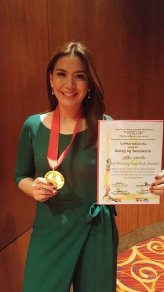 """Unang Hirit host Rhea Santos was given the """"Best Morning Show Host"""" award at the Gawad Tanglaw"""