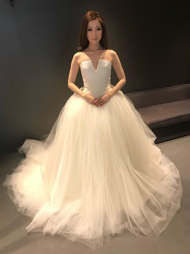 bc5d7008f39 VERA WANG(ヴェラ・ウォン)のウェディングドレス紹介|プロがこっそり ...