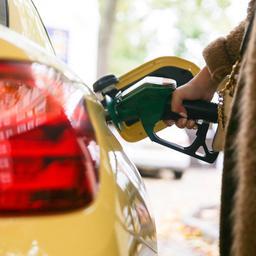 Tanken kan 's nachts zomaar paar cent per liter duurder zijn dan overdag
