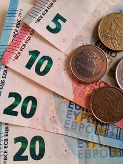 bijverdienen naast je baan, euro biljetten en munt geld