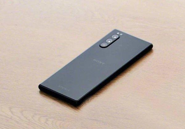 В сети появились «живые» фотографии смартфона Sony Xperia 2
