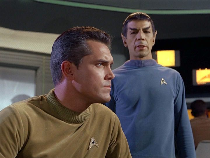 jeffrey-hunter-as-captain-pike-and-leonard-nimoy-as-spock-in-the-cage
