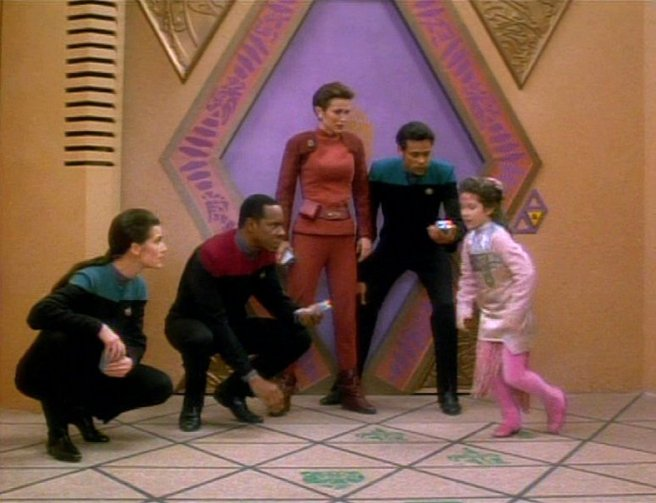 ds9 move along home