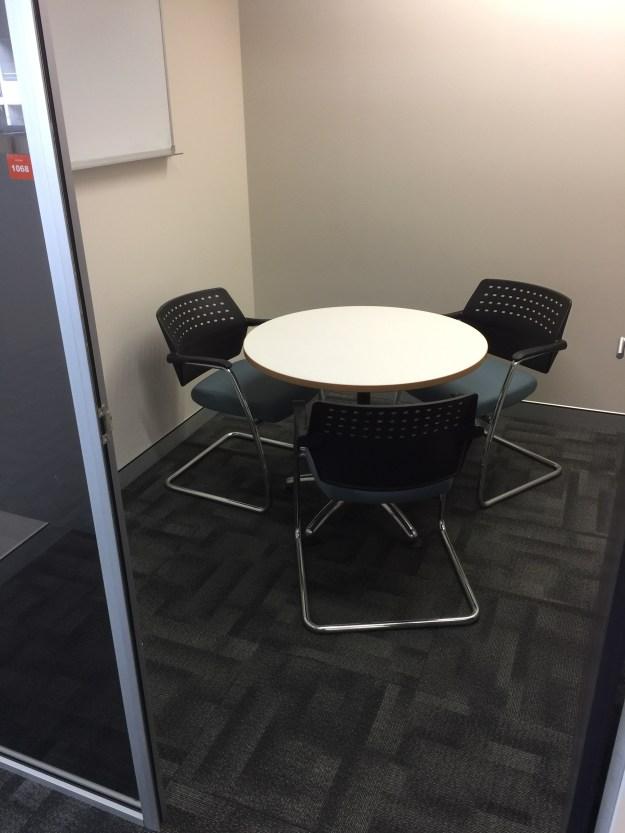 100c-l10-meeting-room-img_4661