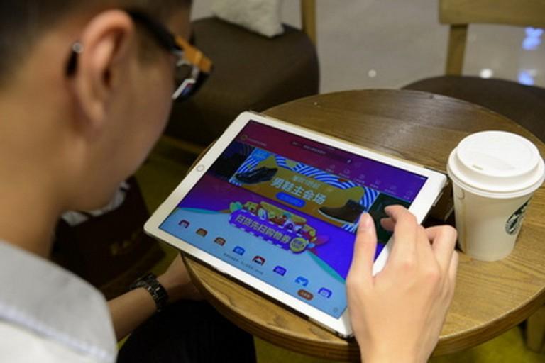 去年消委會發表報告指,香港網購並不流行。(新華社資料圖片)