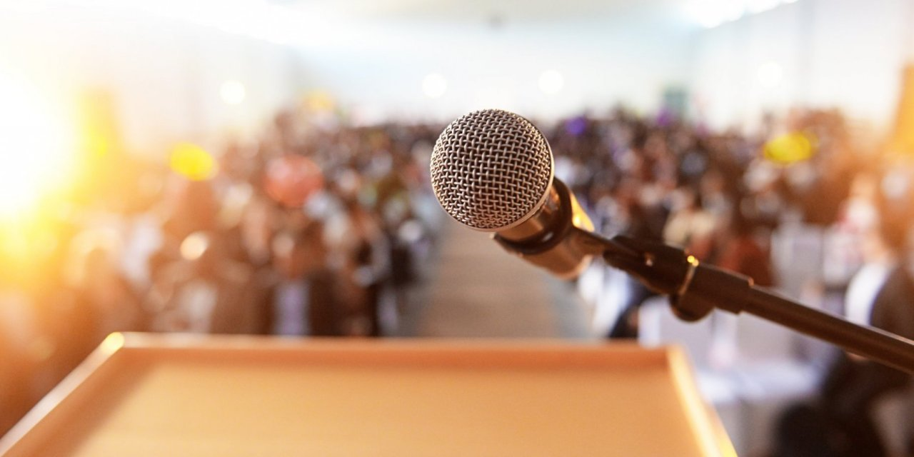 You have a good speaking voice? Try these business ideas.